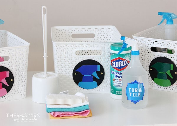 Organize Your Cleaning Supplies with these simple & colorful DIY cleaning kits!