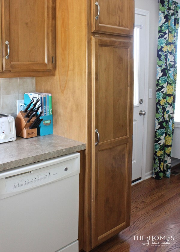 Simple updates and affordable accessories transform this bland and boring rental kitchen into a fun and functional space to dine, cook, and entertain!