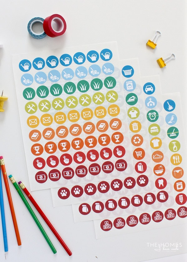 Making a fun and easy-to-use chore chart for your kiddos is now even easier using these FREE printable Chore Chart Stickers!