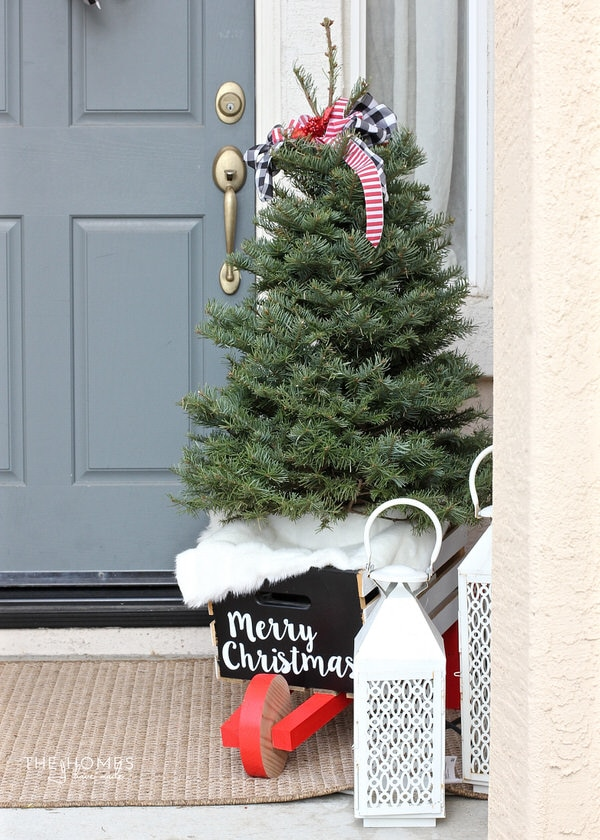Looking for a classic take on your Christmas decor this year? Check out this holiday porch decked out in classic red, white, and black for a charming display!
