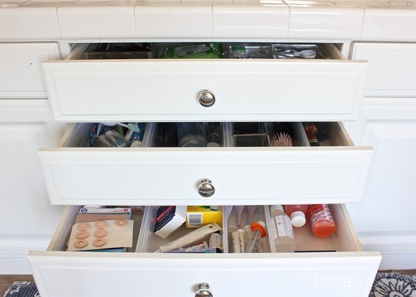 Are you bathroom cabinets and drawers a disaster? Check out the creative ways this blogger & Creative Ways to Organize Bathroom Cabinets and Drawers | The Homes ...
