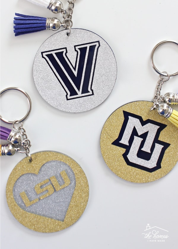 Show your school spirit with these awesome keychains made with glitter vinyl - perfect for grads, alumni, sororities, and more!