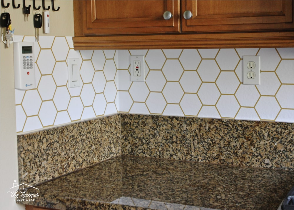 Adding Pattern To Your Kitchen Backsplash Doesn T Have Require Tile This Tutorial