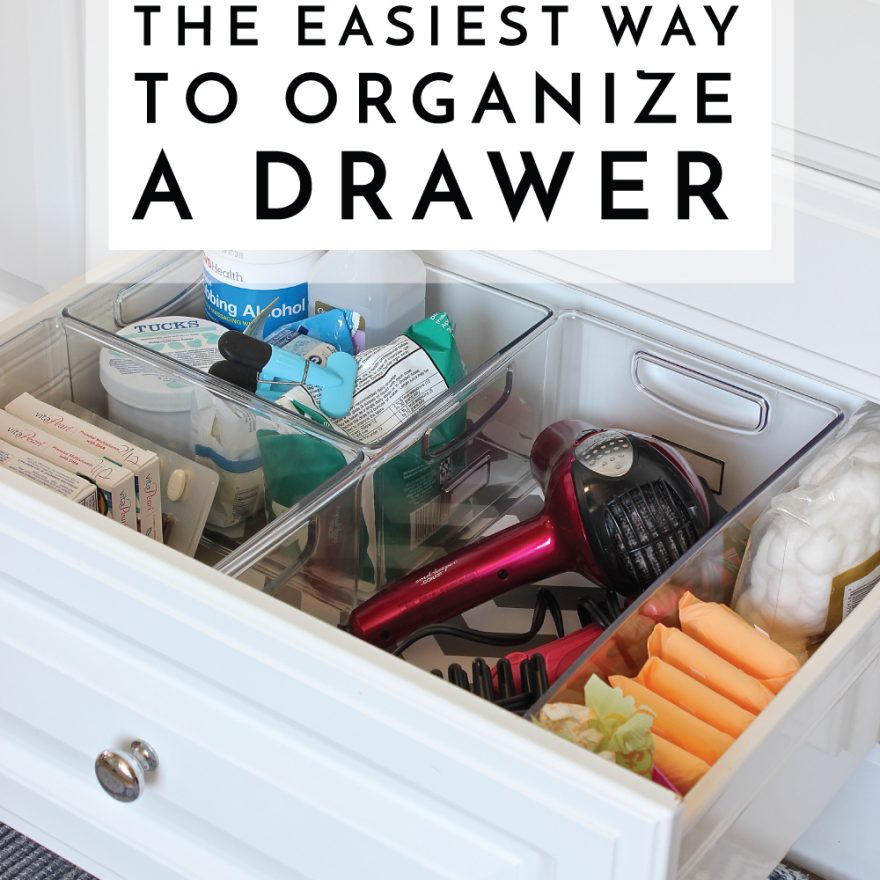 Want perfectly organized drawers but don't want to buy fancy, expensive organizers? Check out this super easy way to organize a drawer!