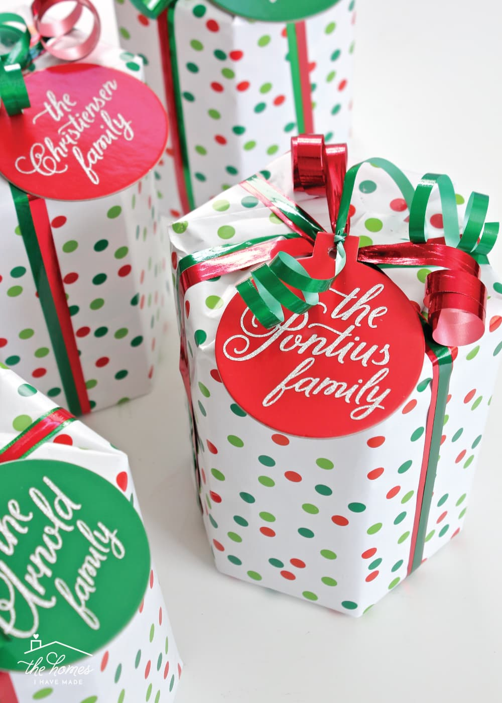 Looking for a quick, easy yet special gift for neighbors, teachers, co-workers and more? Check out this super easy personalized gift idea for anyone on your list!