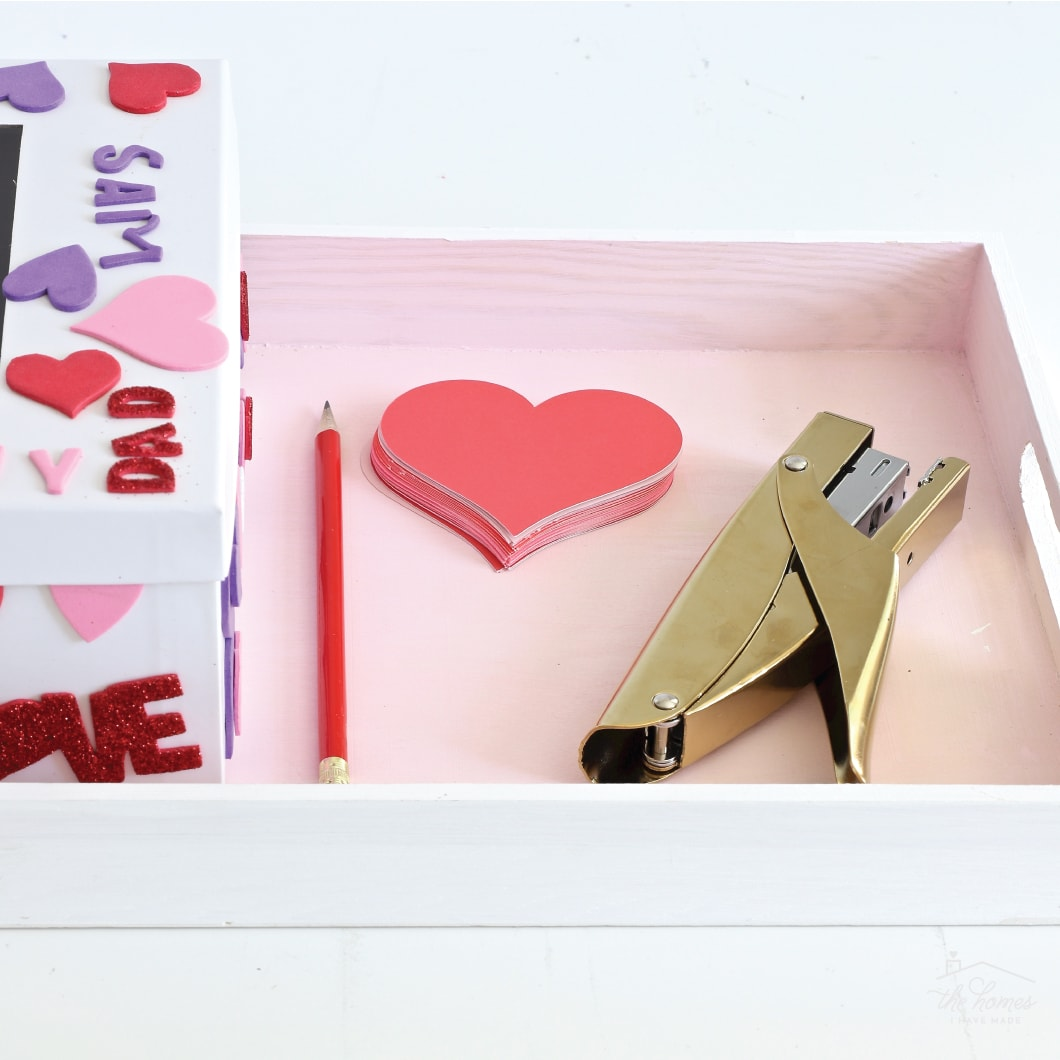 Help your family show how much they love each other with this simple family tradition: Daily Valentine Love Notes!