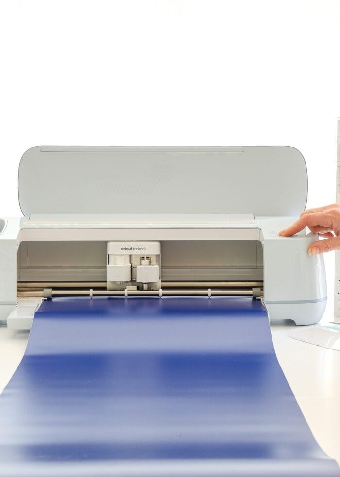 Cricut Maker 3 loading blue Smart Vinyl