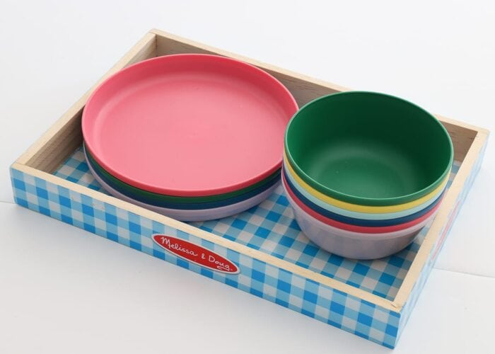 Play plates and bowls in a wooden tray.